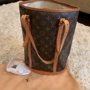 Louis Vuitton authenticated GM Bucket Bag